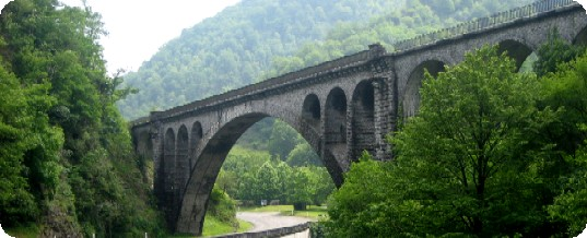 The railway viaduct of Escot.  Entrance to the Aspe Valley just next to the Fontaines d'Escot.