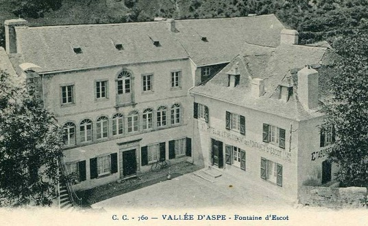 An old postcard of Fontaines d'Escot